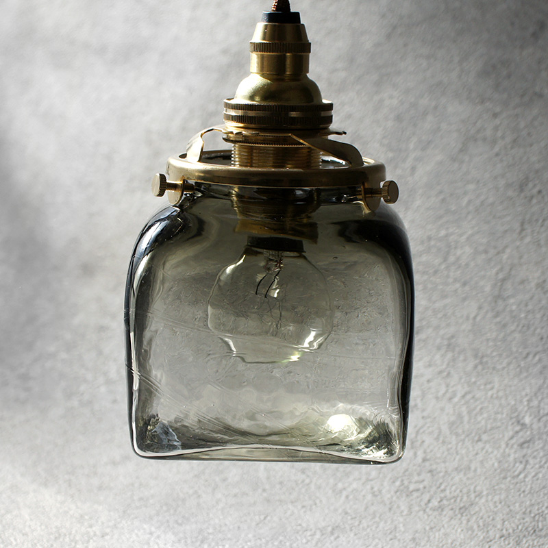 安土草多|ペンダントライト [E17] 角瓶 黒透き被せ