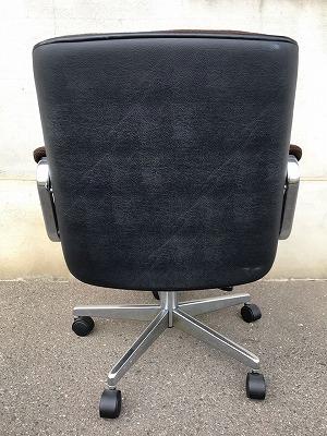 オフィスチェア ローバック 肘付 茶色/事務椅子