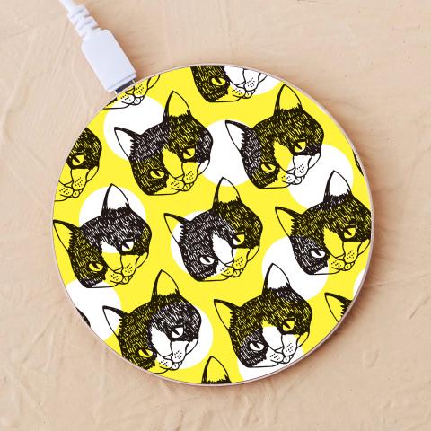 【ワイヤレス充電器】舌をしまい忘れた猫2-イエロー-