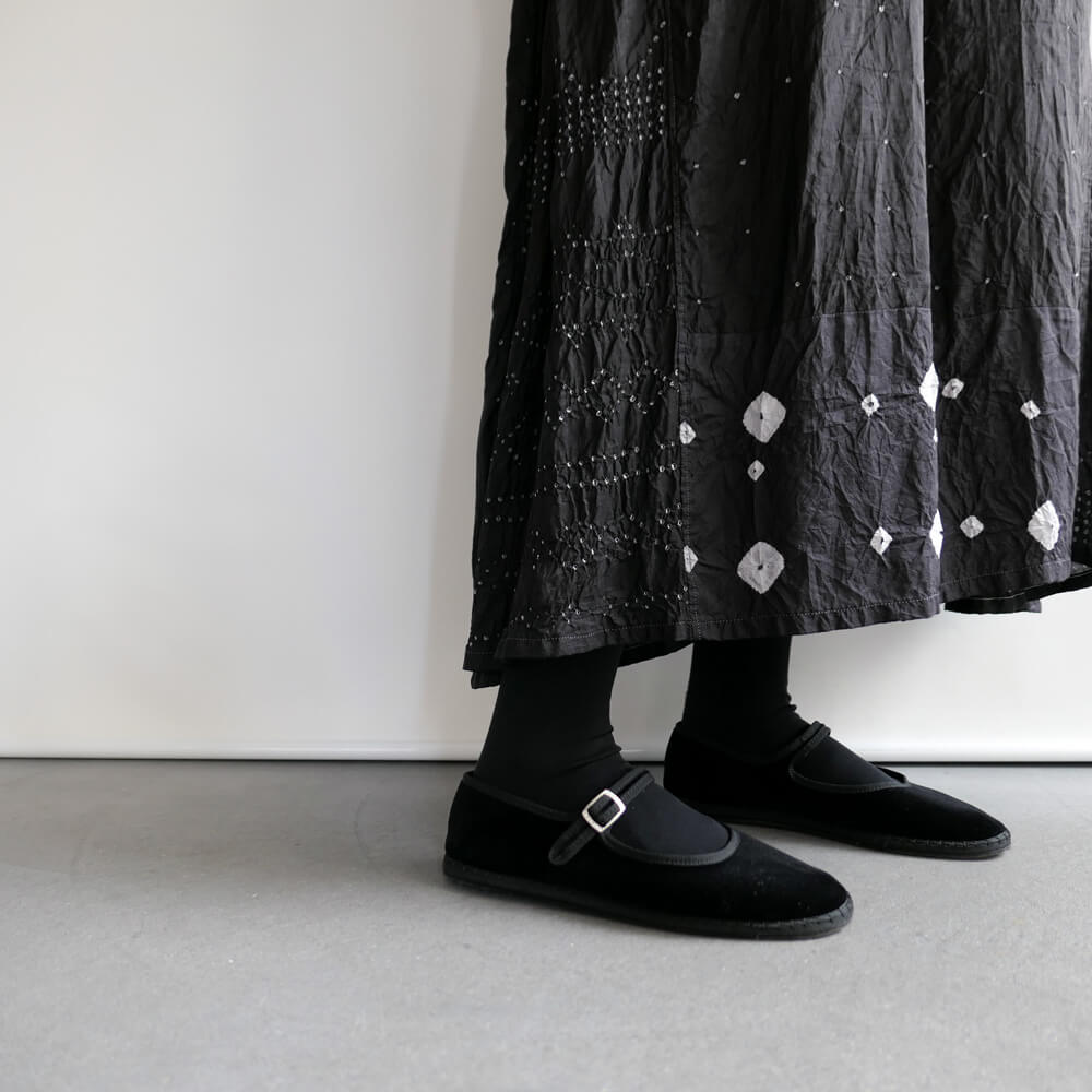 インジリ injiri : silk シルク絞り染め ワンピース(黒)
