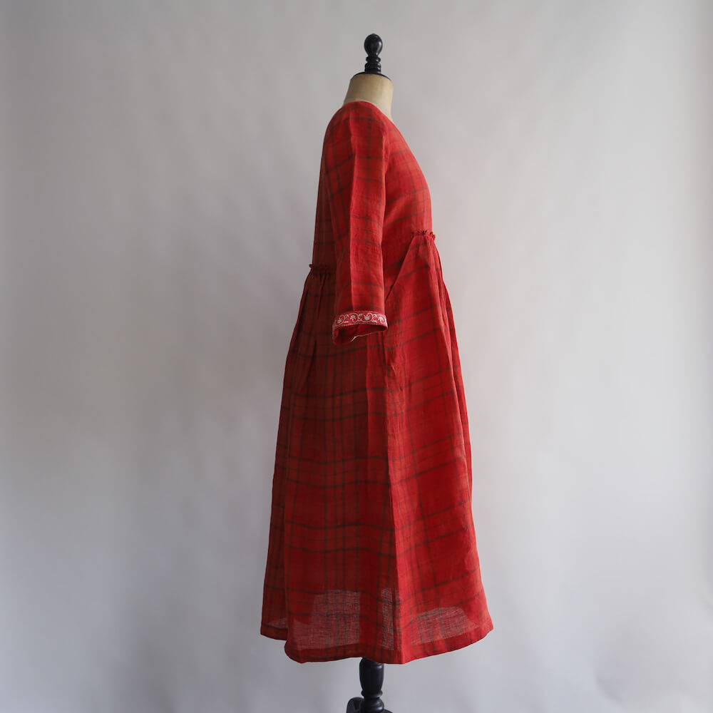 エカ eka: CHECKED DRESS WITH BLOCK PRINTED DETAIL