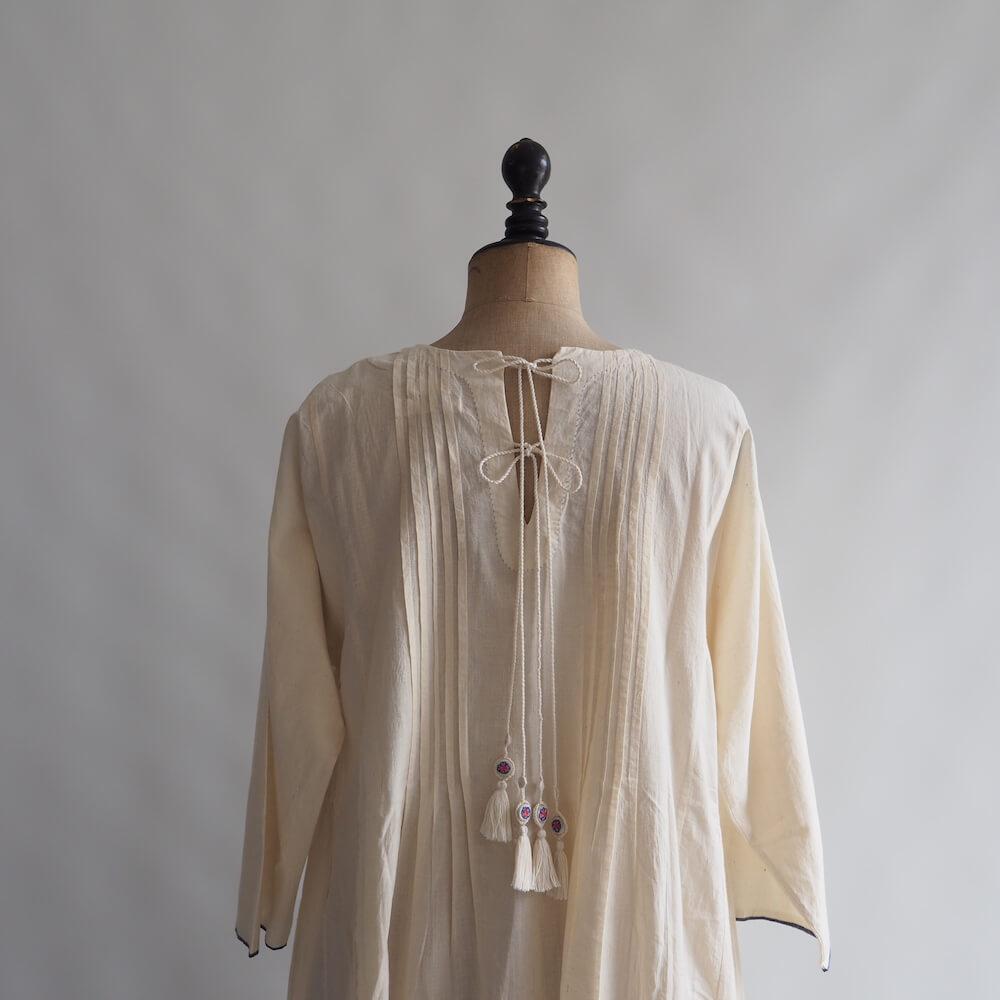 エカ eka: COTTON FRONT PINTUCKED AND EMBROIDERED DRESS