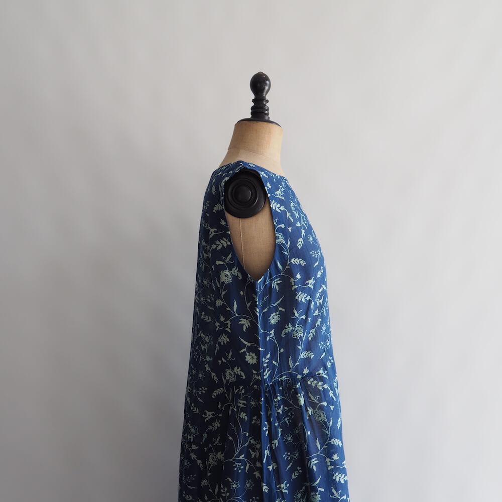 エカ eka: BLOCK PRINTED DRESS WITH SIDE GATHERS