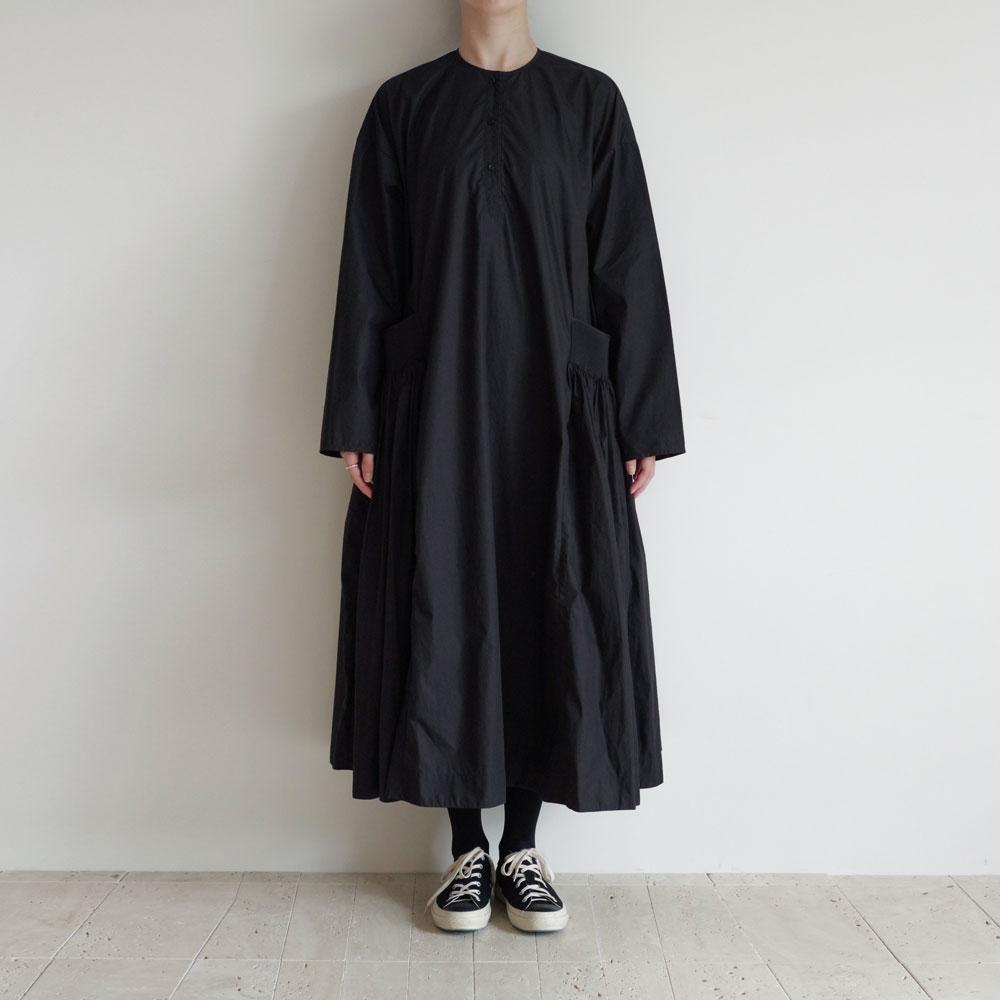 エコールドキュリオジテ ECOLE DE CURIOSITES : DANIELA Water repellent cotton ドレス(Black)