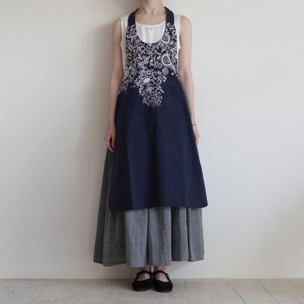 カディー&コー Khadi and Co : DAISY 刺繍エプロン(indigo)