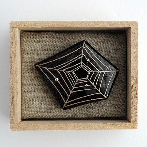 【奈良井志野】帯留 蜘蛛の巣に露