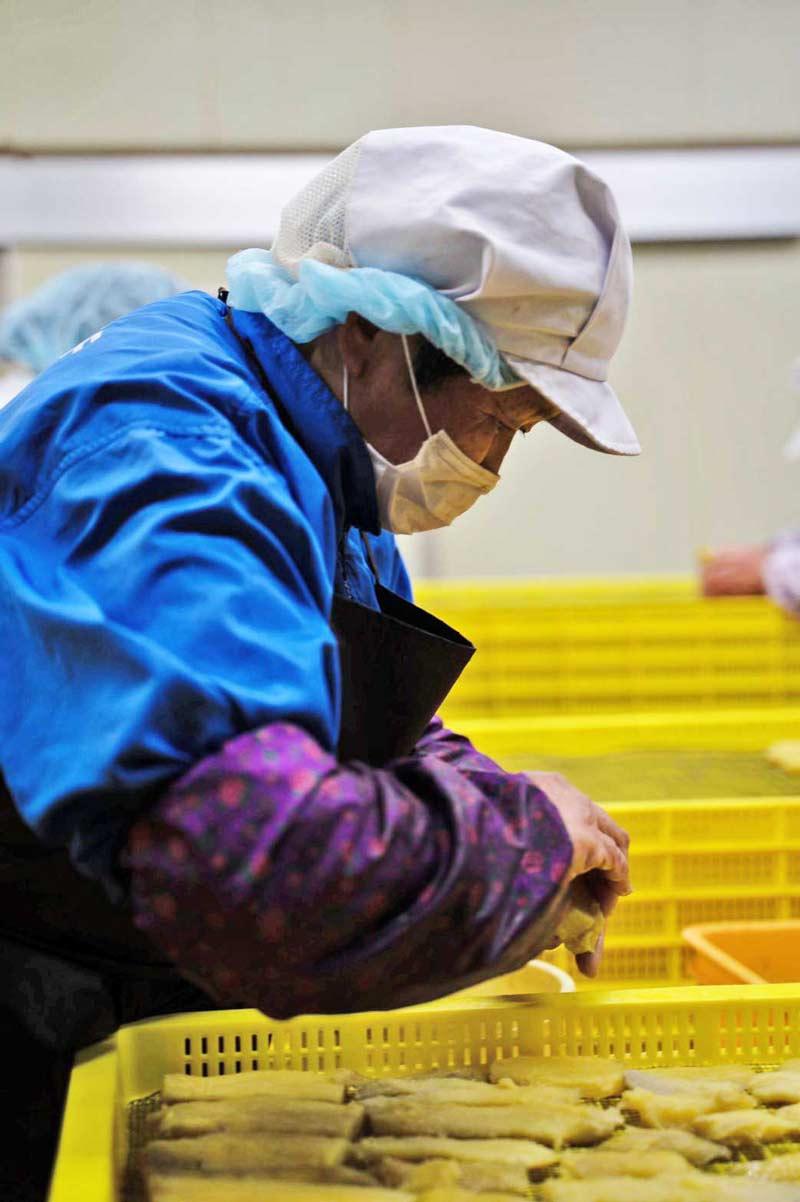 ほしいも三ッ星生産者圷農園の減農薬栽培さつまいも使用「ほしいもせんべい、ほしいも丸干し《無添加》」各2パックセット【送料込】