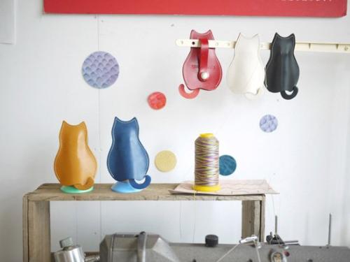 猫のうしろすがたをしたキーケース 定番カラー「栃木レザー」