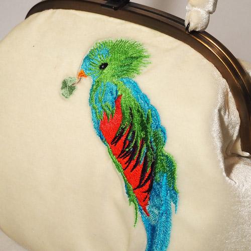 がまぐちハンドバッグ インコ刺繍 ベロア
