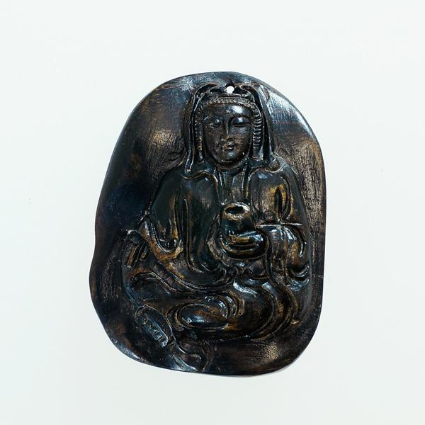 最高の香木★沈香(じんこう) アロマ 水沈香 手彫り<観音様> 置物 ペンダントトップ (19gアップ)