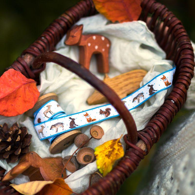 acufactumアクファクタム【50cm単位】約幅16mm-ブルードットと動物たち(キツネ・リス・鹿・イノシシ・ウサギ)柄ジャガードリボン