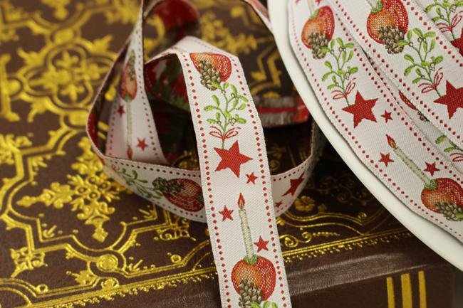 【50cm単位】約幅16mm-リンゴとロウソクのクリスマス柄ジャガードリボン
