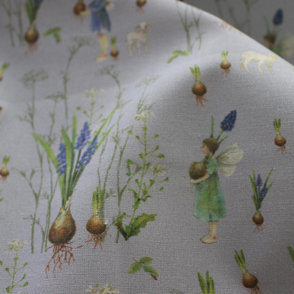 【140cm×50cm】ドイツ輸入生地 acufactum791 ヤギ、ムスカリ、球根、春の花の妖精柄の生地 ブルー
