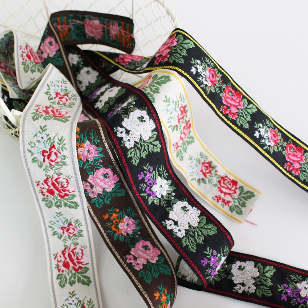 712-37mm 大小のバラ柄太幅 クラシックローズのチロリアンテープ 伝統的なバラ柄のチロルテープです。 No,1341とNo,712はセット使いができます