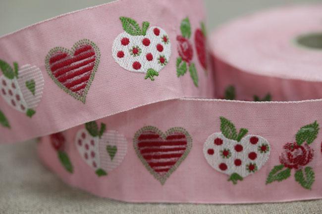 【50cm単位】約幅30mm-ピンク地リンゴとバラとハート柄ジャガードリボン