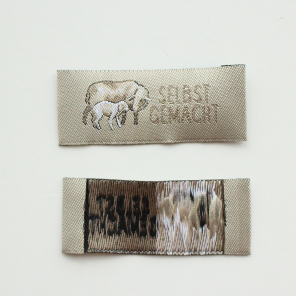 【acufactum298】 約2cm×約5cm-羊の親子 タグ ラベル 織ネーム