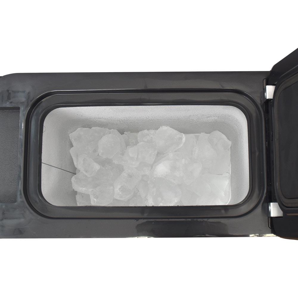 氷も作れるセンターコンソール冷凍冷蔵庫
