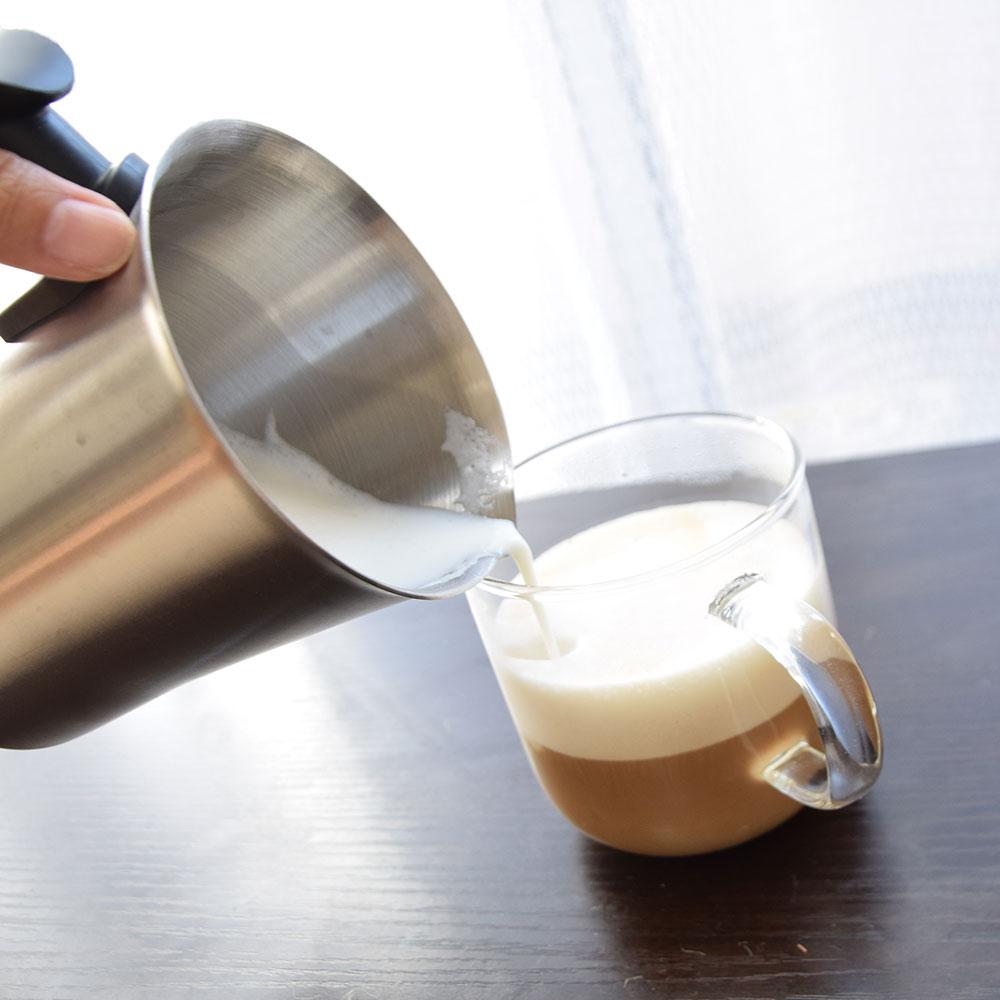 温めながら泡立てるミルクフォーマー「おうちでカプチーノ」