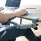 パソコン作業をサポートする「腕ラクアーム」