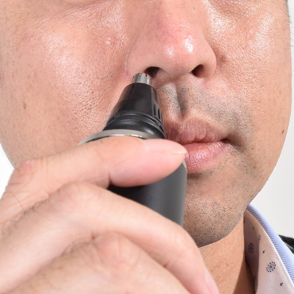 身だしなみを整える1台5役USB充電式電気シェーバー