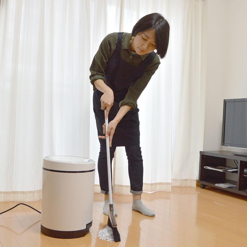 ゴミを自動吸引する掃除機ゴミ箱「クリーナーボックス」