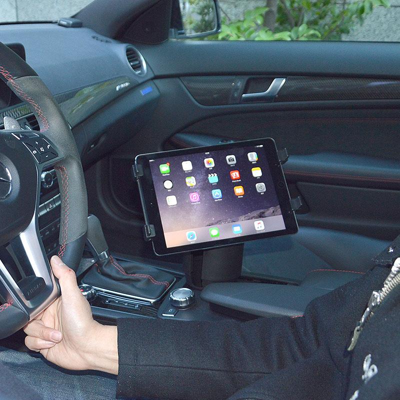 タブレットが固定できる車載ドリンクホルダーマウント