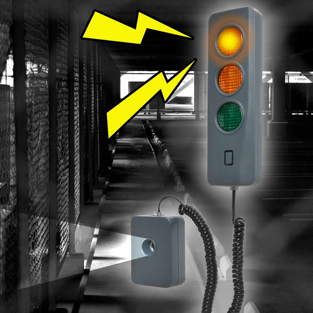 光と音で車庫入れサポート「駐車オーライセンサー」