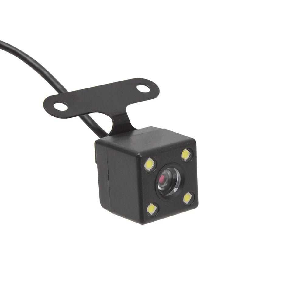 前も車内もリアカメラも!3カメラ同時録画ドライブレコーダー