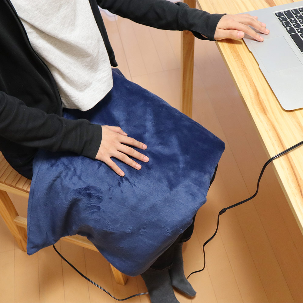 ひざ・首もとが暖かい「USBあったかブランケット」