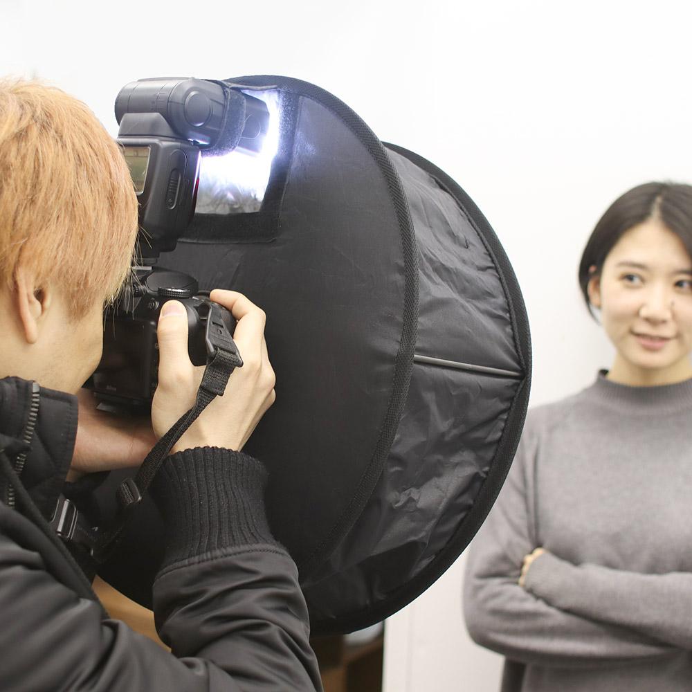 人物撮影に!畳めるストロボディフューザー「影スッキリフラッシュ」