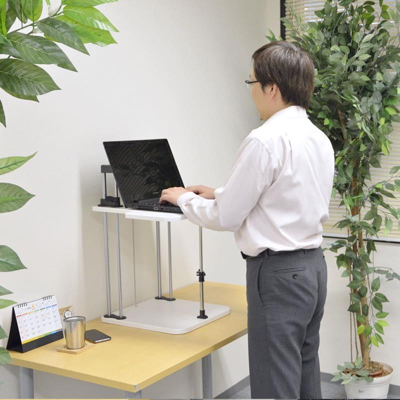 スタンディングデスクにもなるパソコン台