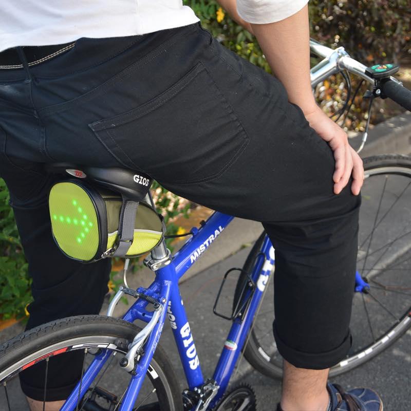自転車用ワイヤレス方向指示器付きサドルバッグ
