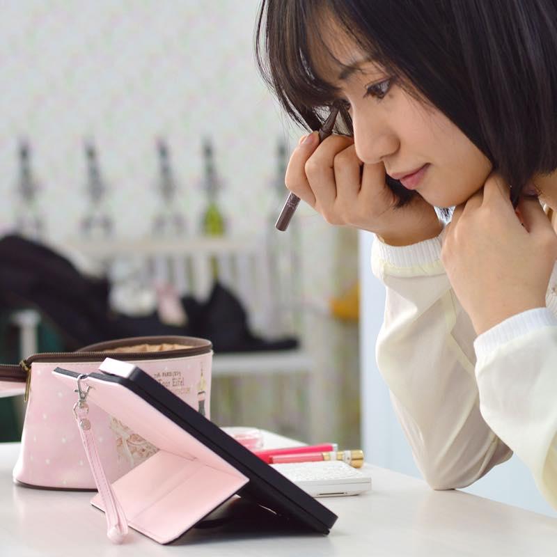 女優ミラーメイクアップiPhoneケース「iDresser」