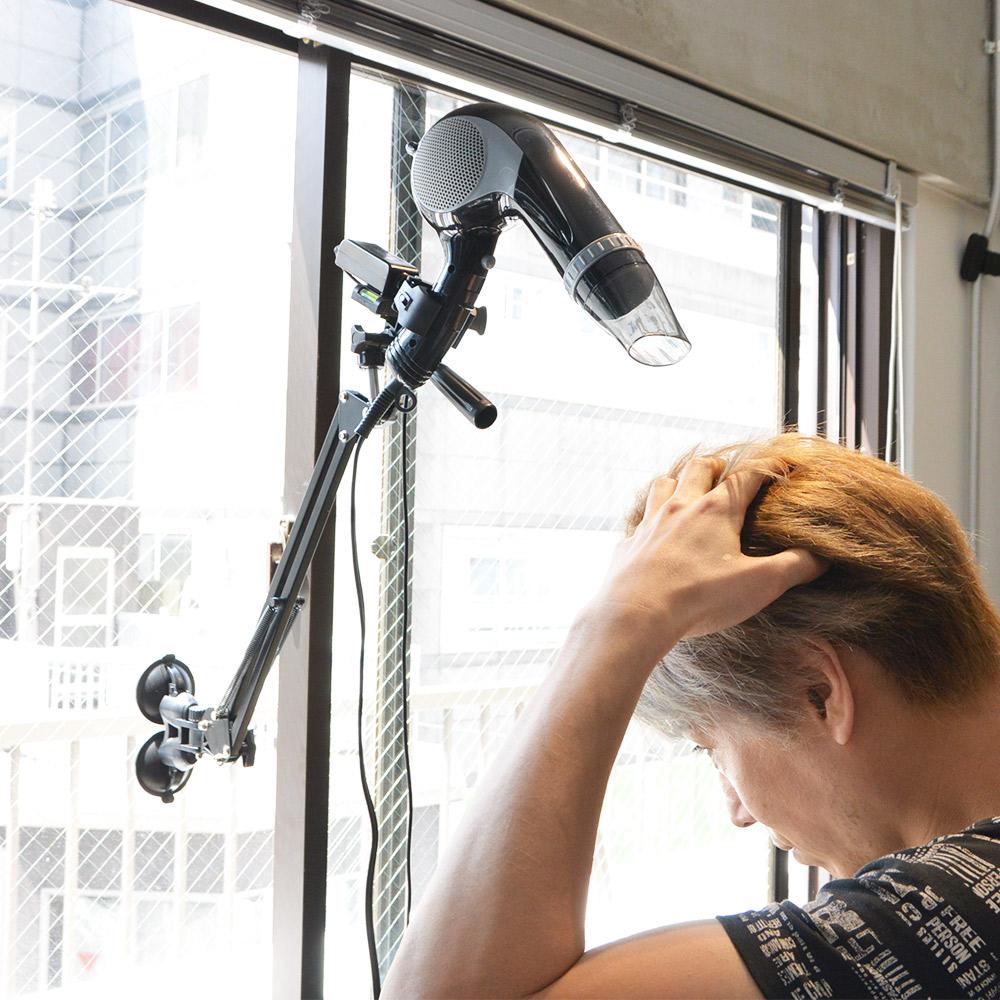 髪を優しく乾かす「電動スイングドライヤーホルダー」