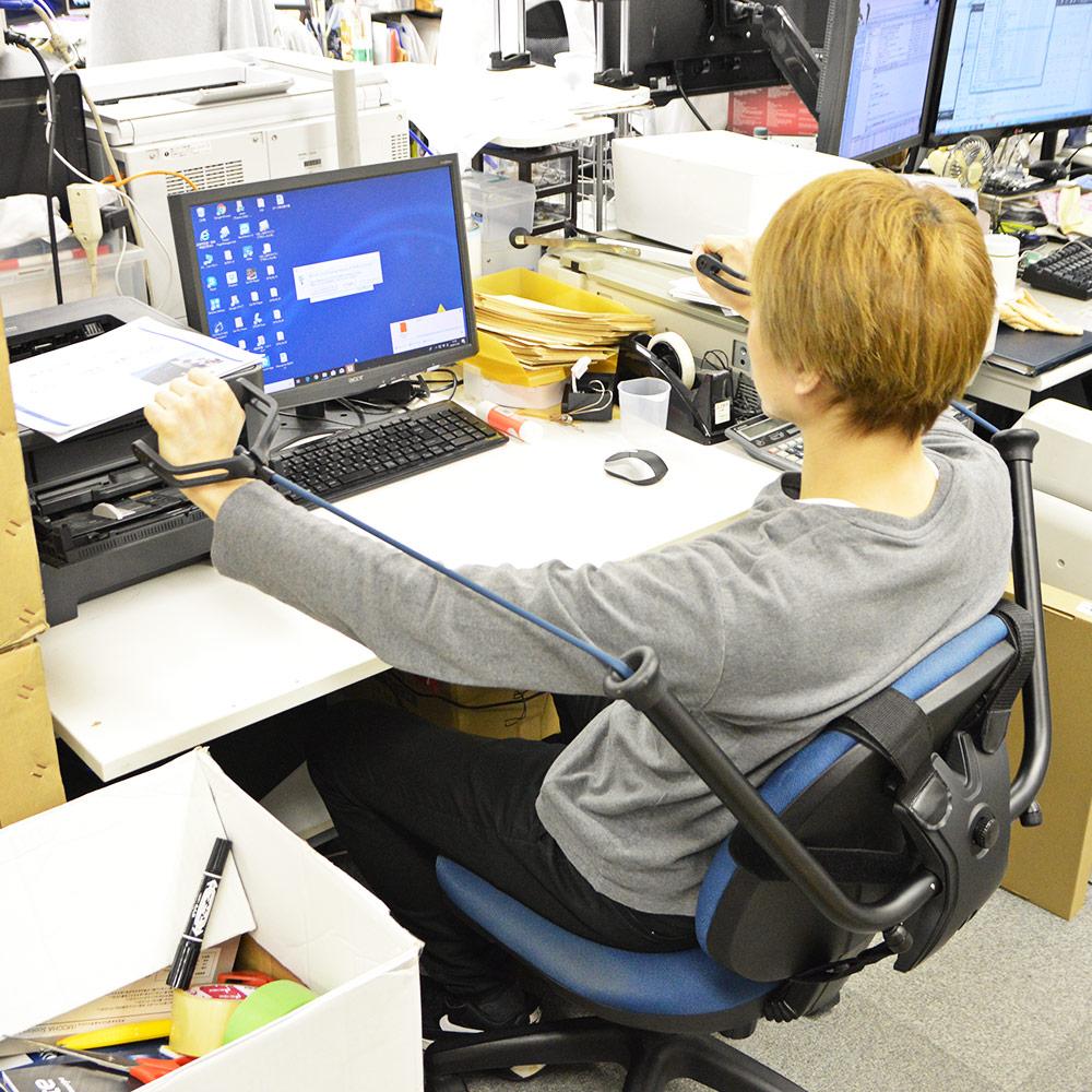 座ったままストレッチ&フィットネス「オフィスdeジム」