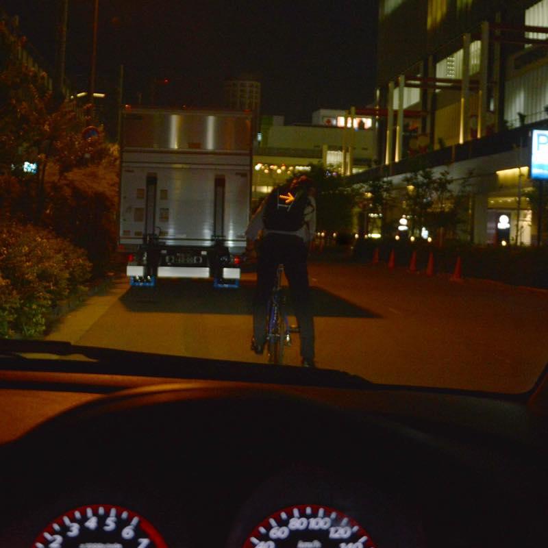 自転車用ワイヤレス方向指示器バックパック取り付け用