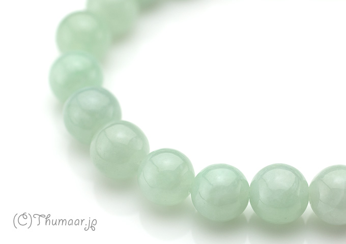 淡い緑色の翡翠のブレスレット【8.5mm】