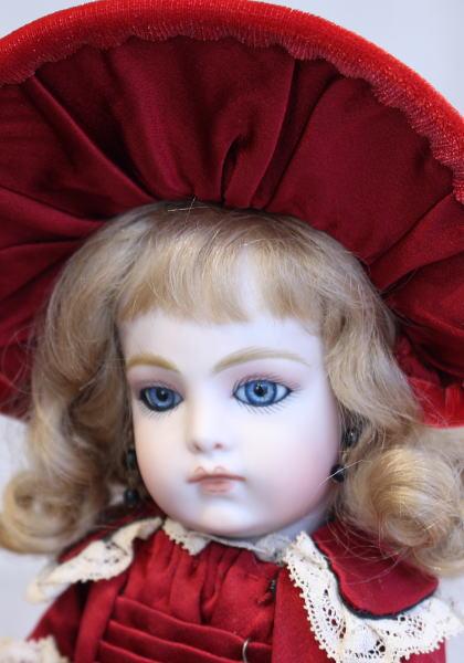 草苅 尚代作 /27cm 赤いドレスのブリュジュン(オールビスク 【神戸ドールミュージアム看板娘ドレスレプリカ】)