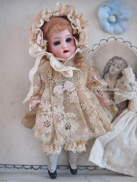 Heubach Koppelsdorf #250 Girl in great Box and old wardrobe