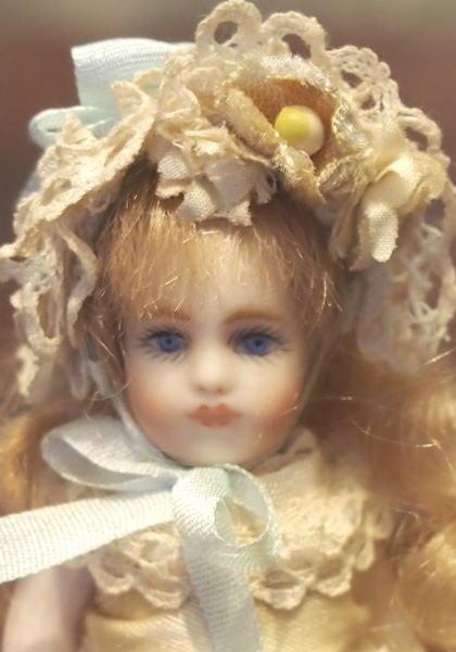 まりのどおる作 / リプロダクションドール【 ドールハウス ブリュ(生成り色のドレス)】