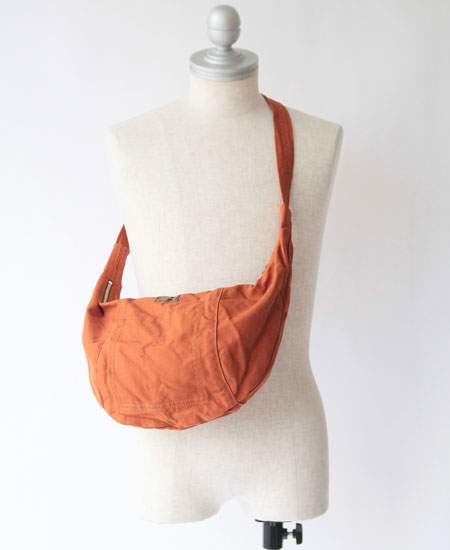 COLIMBO コリンボ LUNA PARK HALF-MOON BAG (RUST ORANGE)