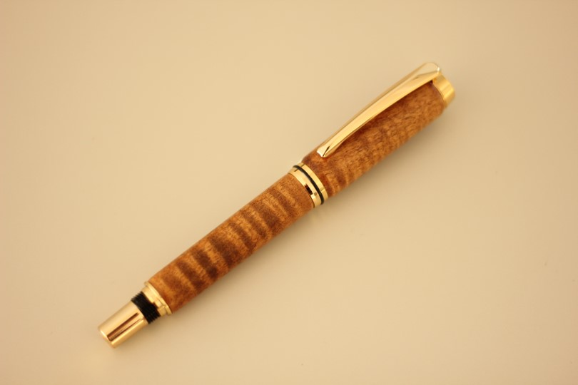 栃の木手作り万年筆(栃の木の杢・摺り漆仕上げ)