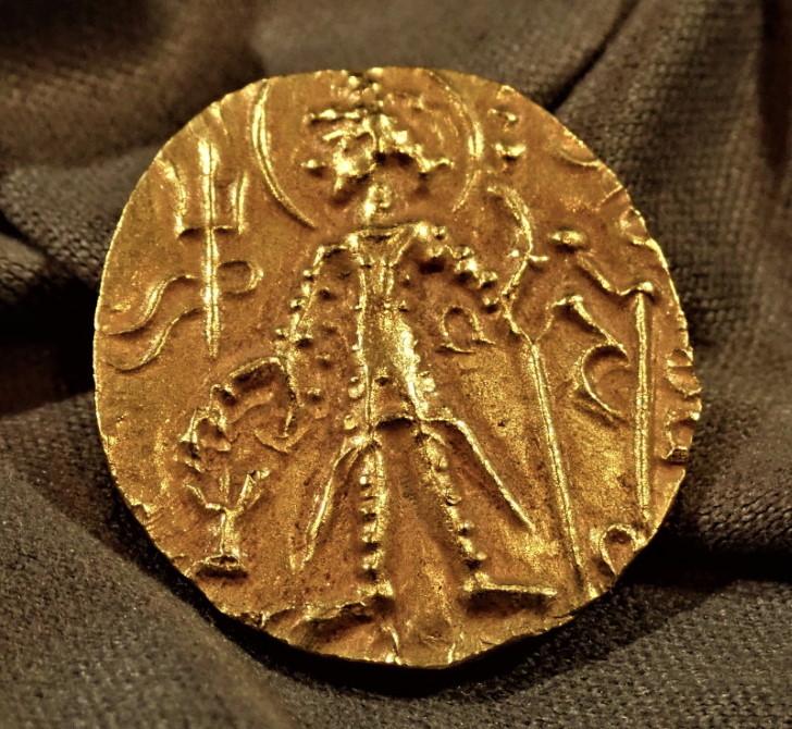 古代インド、クシャン朝、ヴァスデヴァ2世(在位AD280-320年)ディナール金貨