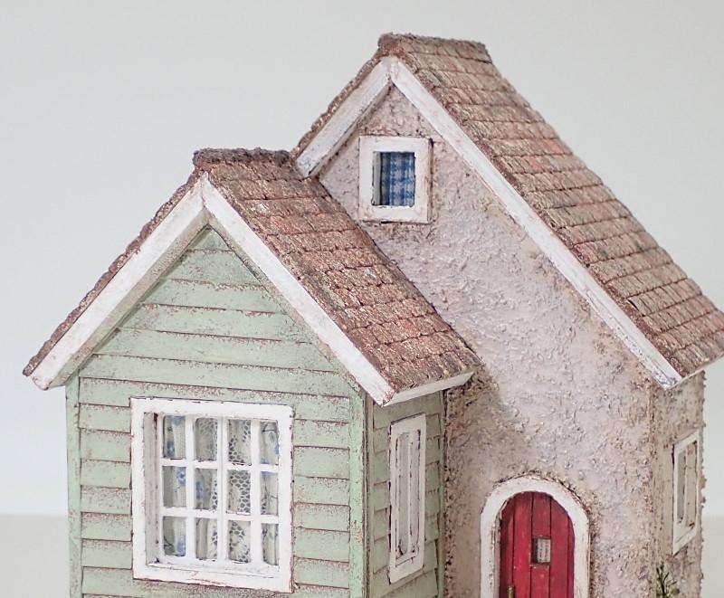 淡色(あわいろ)の三角のお家