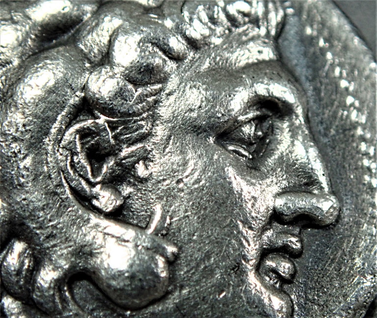 『触れて楽しむ古代コインシリーズ』 古代マケドニア、アレキサンダー大王(在位BC336-323年)統治下で発行された貨テトラドラクマ銀貨