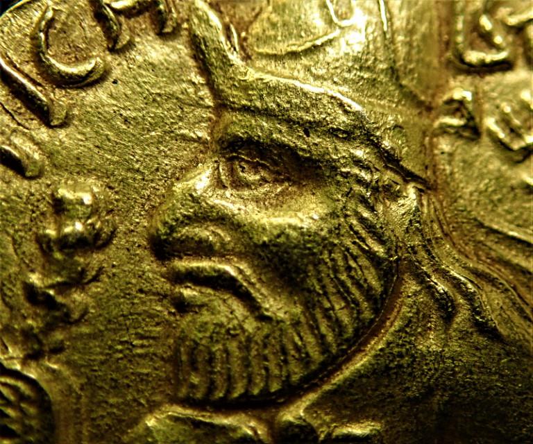 クシャン朝インド、ヴィマ・カドフィセス(在位AD107-127年)のディナール金貨