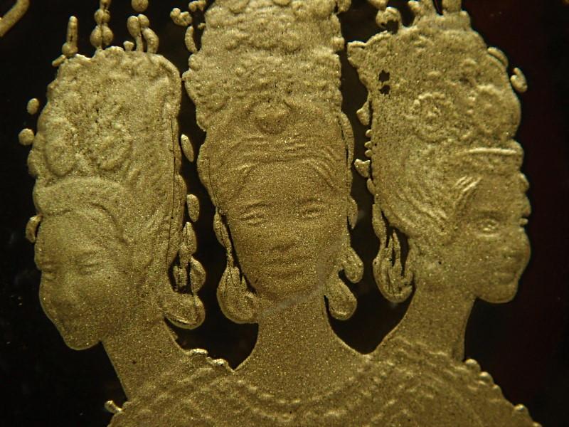 カンボジアで1974年に発行された50,000リエル金貨