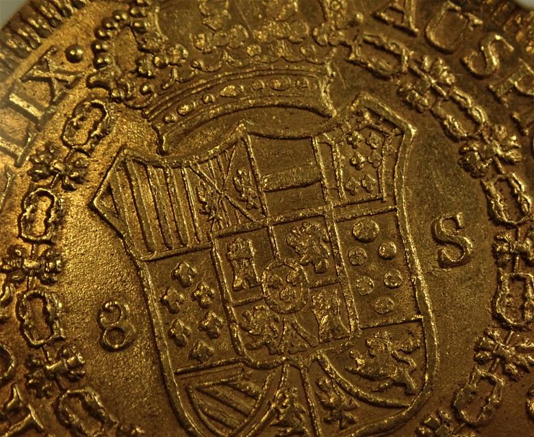 コロンビアで1818年に発行された8スクード金貨、KM-66.2、Fr-61