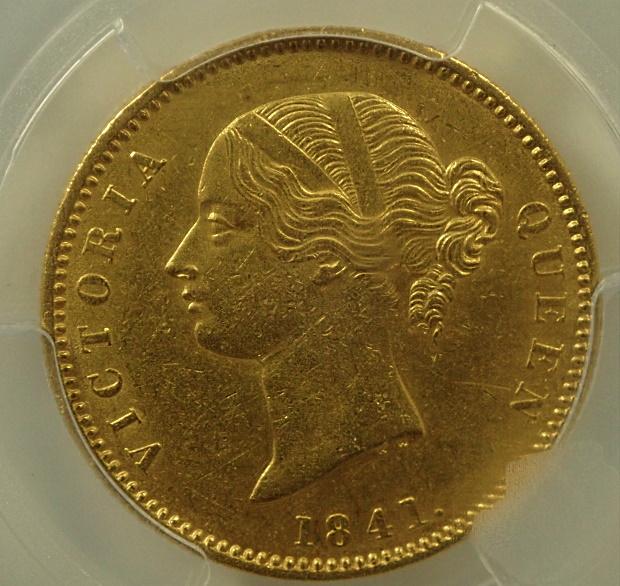 イギリス東インド会社で1841年に発行された1モハール金貨、plain4、KM-462.1