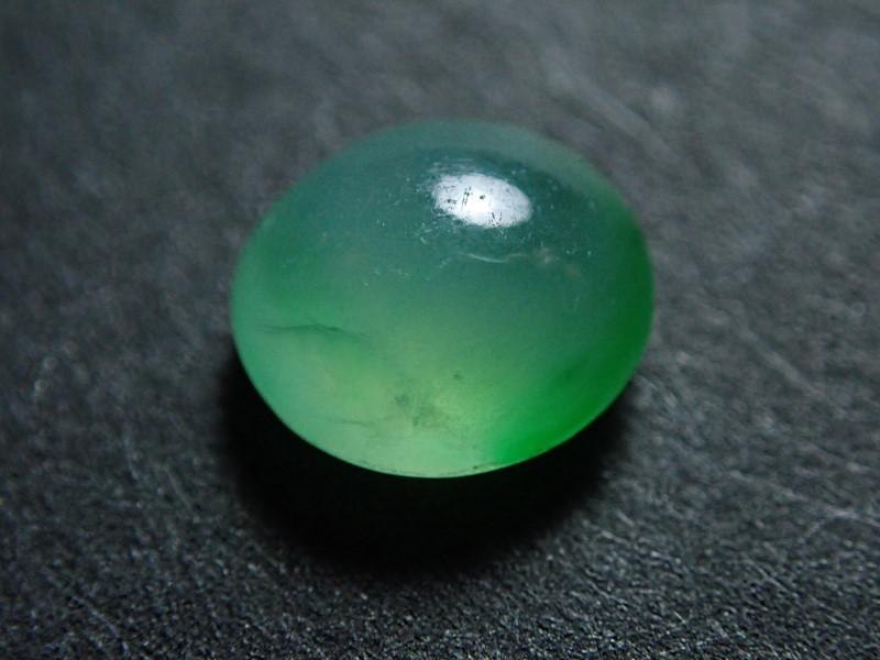 ミャンマー産、天然ヒスイ(薄緑)<1.396カラット>